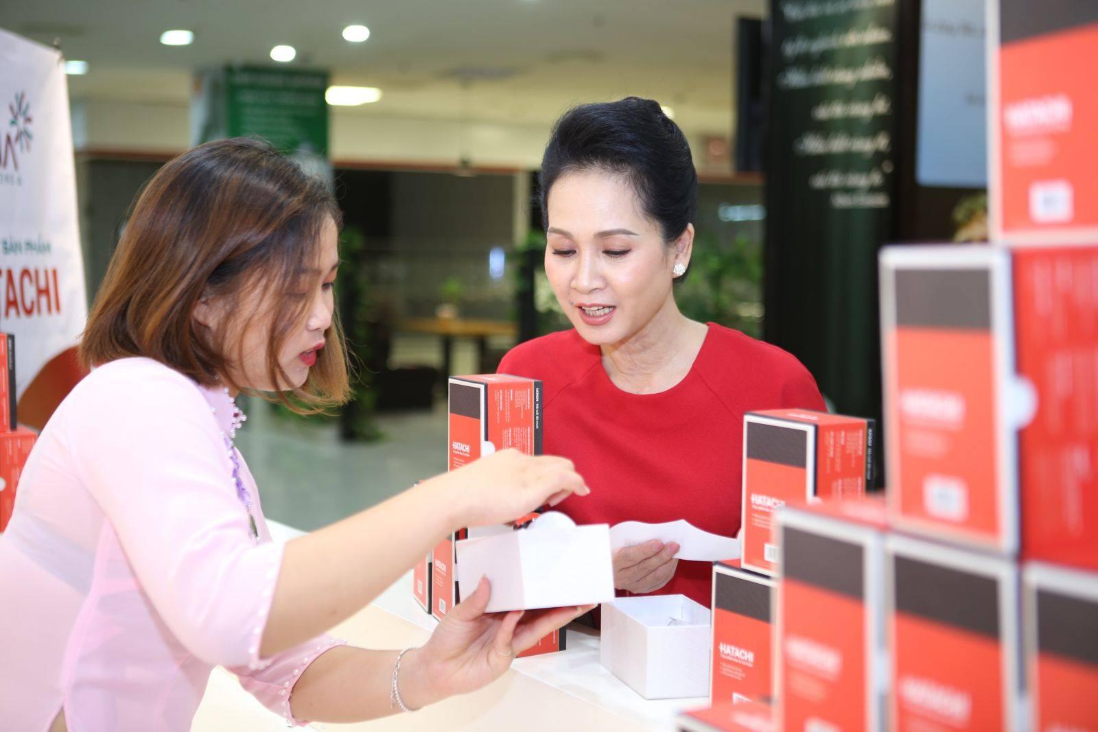 Nghệ sĩ Nhân Dân Lan Hương đã trải nghiệm sản phẩm và rất hài lòng